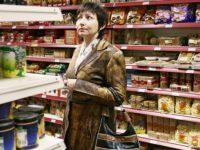 Кремль закручивает гайки, опасаясь протестов, а Россию волнует, что завтра будет нечего есть