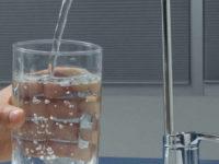 Микропластик в питьевой воде не угрожает здоровью людей — ВОЗ