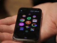 В России вышел крошечный смартфон Palm Phone