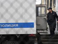 Полицейские заставили российских подростков копать могилу и хотели изнасиловать